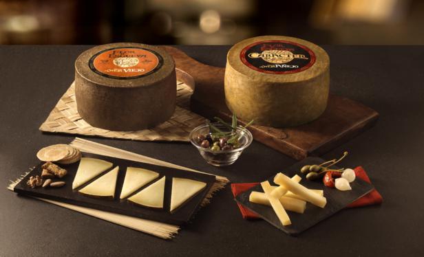 Bodegón queso Flor de Esgueva, queso, vino, maridaje, leche cruda de oveja,, queso natural, elaboración artesanal, cepillado del queso, voltear a mano, curación, cuñas de queso, maridaje gourmet, maridaje gourmet y mas