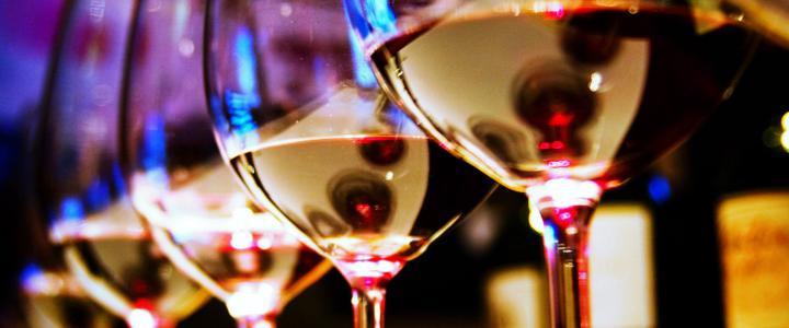 Catar vinos, catador, cinco sentidos, estímulos visuales, olfativos, gustativos, auditivos, táctiles, sensaciones, conocimiento, sumilleres, enólogos, El aprendizaje práctico, Blancos, tintos, rosados, generosos, espumosos, vista, olfato, gusto, boca, nariz, vista, paladar, alcohol, maridaje, marida, maridaje gourmet, maridaje gourmet y más