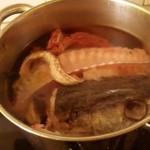 Receta de caldo de pescado con sofrito, sopas, arroces, arroz con bogavante, una paella de marisco, un arroz caldoso de pescado, ingredientes, galeras, canmgrejo de playa, marisco, pescado, rape, vino blanco, ajo, cebolla, laurel, perejil, pimentón, aceite de oliva virgen extra, agua, cocinar, como cocinar, dieta mediterránea, comer bien, maridaje gourmet y más