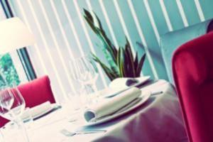 Carlos del Portillo, experimentado chef del restaurante Velazquez 128, en Madrid, pescado, sabor de mar, restaurante madrileño, pescado salvaje,el coruxo, el rubio, la maragota, puerto de mar, merluza de pincho, congrio, lubina, rodaballo o lenguado, Rías Gallegas, Galicia, galicia calidade, tres espacios diferenciados zona de barra, de picoteo y sala, bodega propia, bodega Sánchez Carrascal, Ribera del Duero, Rueda, Augusto Sánchez, gerente de Velázquez 128, maridaje, maridaje gourmet, maridaje gourmet y más