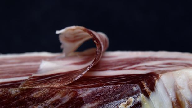 Maridaje gourmet y Más, maridaje, maridaje gourmet, sumiller, armonía, crear armonías, conjuntar acidez, sabor, textura y aroma, crear armonía entre platos y vinos, vinos para aperitivos, Blancos secos, generosos, espumosos Brut, tintos jóvenes, vinos para mariscos, Chardonnay, blanco de Galicia, finos, manzanillas, blancos jóvenes secos y frescos, Riesling, Gewürztraminer, Verdejos, vino con pescado, Albariños, Sauvignon Blanc, vino blanco, Godellos, Verdejos, Merlot, Rias Baixas, Ribeiro, vino para ensalada y verdura, Manzanilla o un Fino del marco de Jerez, vino para sopas o consomés, vinos para arroces o pasta, Macabeo, Sauvignon blanc, vino para jamón embutido y paté, Fino o Manzanilla, Rioja, tinto crianza, tempranillo, Amontillado, vinos para aves, Chardonnay joven, Rueda, Pinot Noir, vinos para carnes blancas, fermentación en barrica, Garnacha, Monastrell, Mencia de Galicia, vinos para carnes rojas y de caza, tintos de Garnacha, Cariñena, Cabernet Sauvignon, vinos para quesos, viñas, Rueda, Toro, Bierzo, Ribera del Duero, sidras, vinos jóvenes, vinos de guarda, vinos naturalmente dulces, vinos dulces naturales, generosos, vinos de licor, vinos para postres, Oportos y frutas rojas, Pedro Ximénez, Olorosos con frutos secos, nueces y orejones, Moscateles y vinos de Podredumbre Noble con las macedonias, miel y naranjas, Riesling