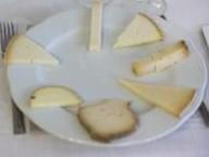 gourmet, vinos, catas, cata de vino, cata de queso, la combinación perfecta, maridaje perfecto, maridaje de vino blanco y queso, maridaje gourmet, maridaje gourmet y más, Restaurante Vicent, Valencia, vino blanco de la Rioja, queso valenciano, Blancos de Rioja & Quesos de la Comunidad de Valencia, C.R.D.O.Ca. Rioja, cata, sumilleres, distribuidores de vino, distribuidores de queso, tradición quesera de la Comunidad Valenciana, formato de Servilleta, Tronchón, Cassoleta, queso de Nucía, quesos autóctonos, queso fresco, queso de corta duración, queso de oveja, queso de cabra, cata de armonías entre queso valenciano y vino blanco de La Rioja, vino blanco de La Rioja, quesos madurados lácticos, quesos de corteza húmeda, quesos con leche cruda, quesos con leche pasteurizada, cualidades organolépticas de los quesos, maridar con vino, maridar el queso con vino blanco, Conde de Valdemar 2014 con el Queso Picarcho La Sabina, Nivarius 2013 con el queso La Hererat d'Pere, Ijalba Maturana Blanca 2014 con queso de Servilleta La Sabina, Gómez Cruzado 2014 y queso Extramuros Los Corrales, Campillo Blanco Fermentado en Barrica 2014 con queso Tronchón Los Corrales, Sonsierra Fermentado en Barrica con queso Dama, Onomástica Reserva 2011 con queso Tot del Poblet, Guillermina Sánchez, comer con queso, queso y vino blanco